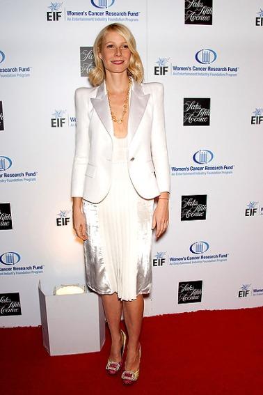 Gwyneth-Paltrow-con-plizes-con-blanco