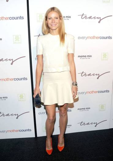 Gwyneth-Paltrow-Wearing-a-Cream-Wes-Gordon-Sweater-and-Misha-Nonoo-Skirt-At-The-Tracy-Anderson-Method-Pregnancy-Project-style-fashion-sexy-4