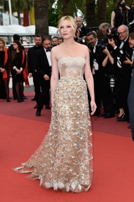 Kirsten-Dunst-Cannes-Film-Festival-2016-Closing-Ceremony-Red-Carpet-Fashion-Valentino-Couture-Tom-Lorenzo-Site-4