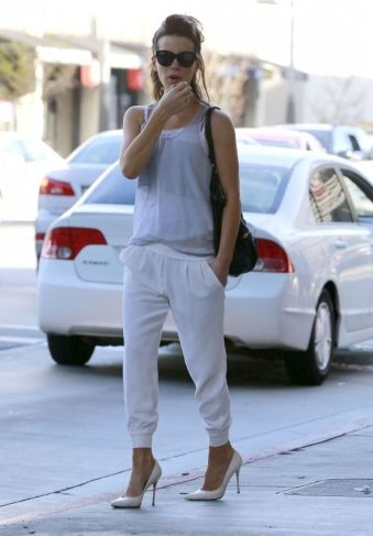 kate-beckinsale-street-style-brentwood-march-2014_1
