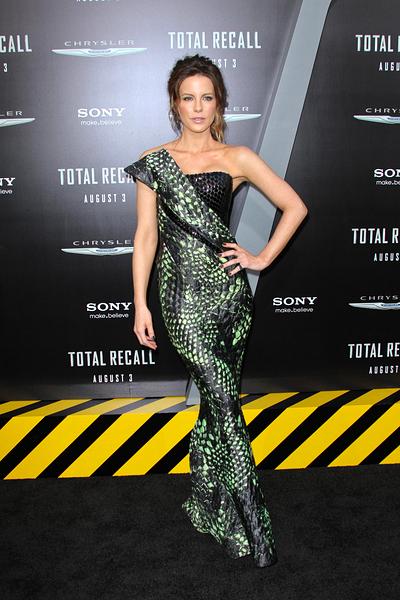 Kate+Beckinsale+Armani+Prive+Total+Recall+1.jpg